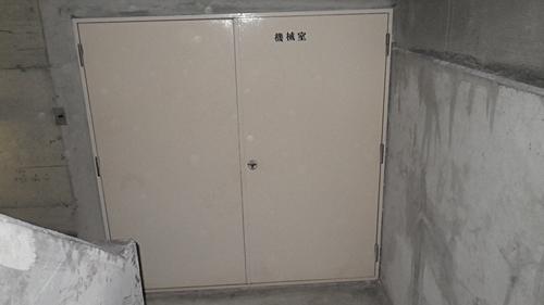 大阪市北区:機械室の鉄扉の丸 ...